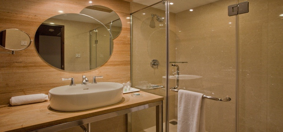 Bath & Shower Cubicle